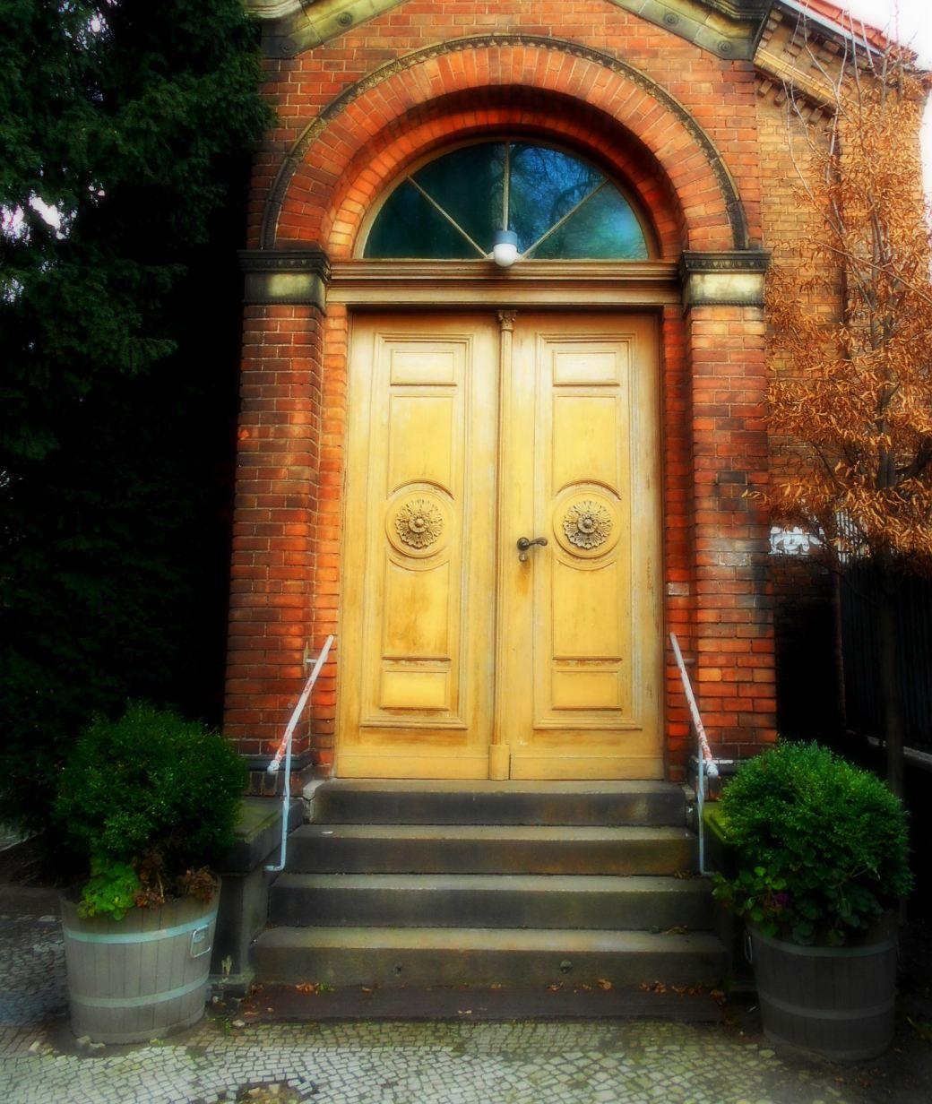 Tür mit Holzstuck